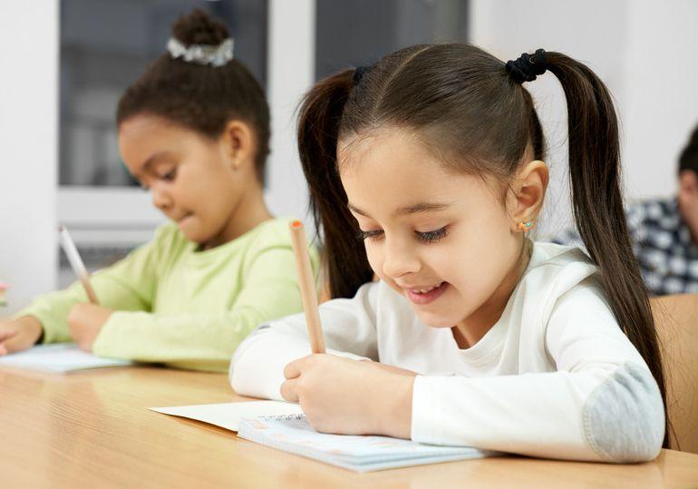 Imagine Articol - Scrisul copilului normal și patologic